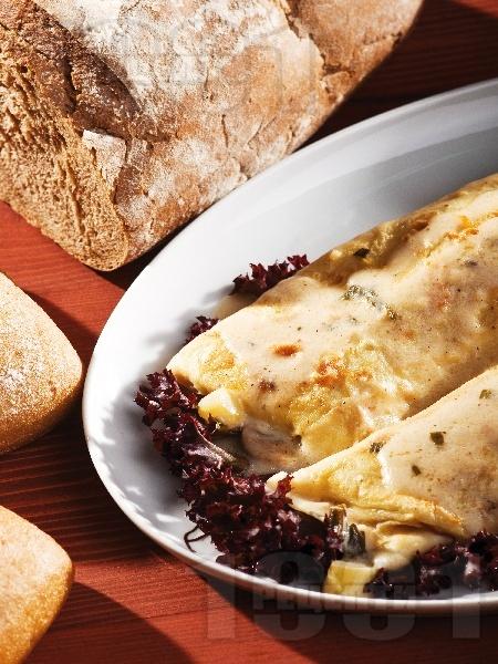 Солени палачинки с шунка, гъби, сирене и аспержи печени на фурна - снимка на рецептата